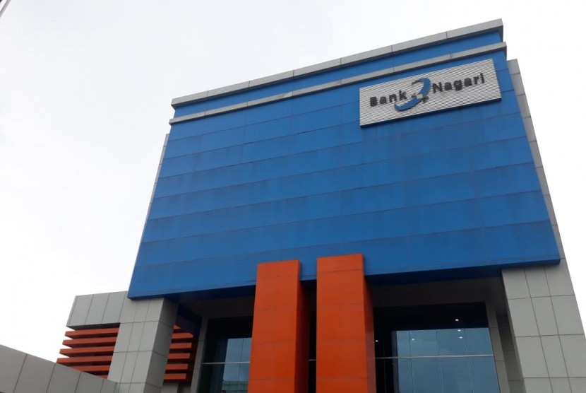 Kantor pusat Bank Nagari di Kota Padang, Sumatra Barat (ilustrasi). Konversi Bank Nagari menjadi bank syariah disebut masih terkendala adanya kekhawatiran penarikan dana oleh deposan besar.