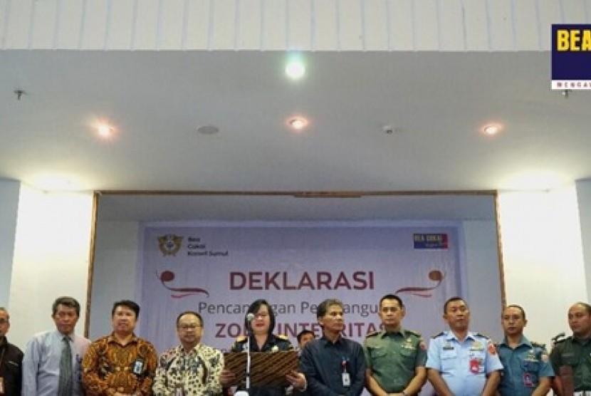 Kantor Wilayah Bea Cukai Sumatra Utara mengadakan deklarasi pencanangan pembangunan zona integritas menuju wilayah bebas dari korupsi (WBK) dan wilayah birokrasi bersih dan melayani (WBBM) Kamis, (10/10).