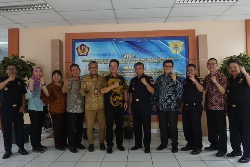 Kantor Wilayah (Kanwil) Bea Cukai Banten menerbitkan izin kawasan berikat kepada PT Cahaya Modern Metal Industri (CMMI), Selasa (15/10).