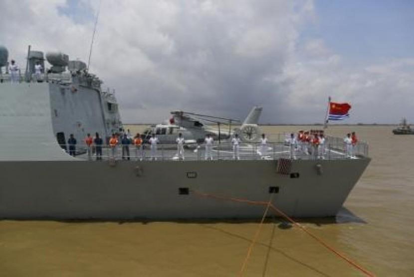 Kapal Angkatan Laut Cina.