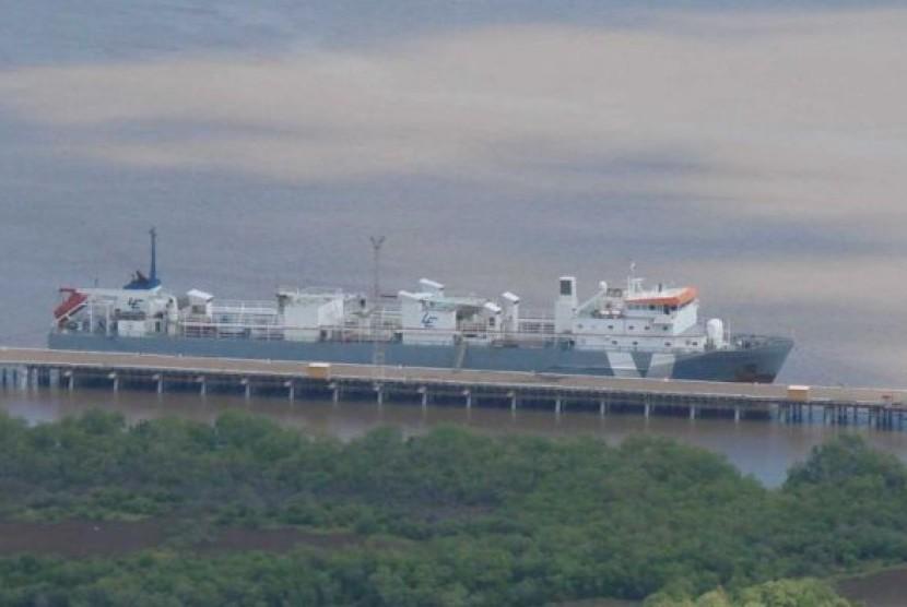 Kapal Bison Express siap untuk mengirim ternak dari Pelabuhan Wyndham, Australia Barat.