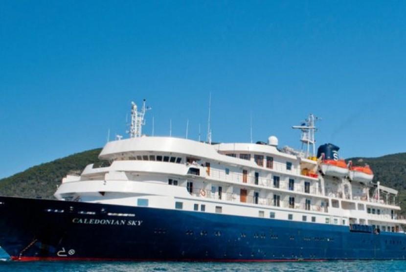 Caledonian Sky cruise ship