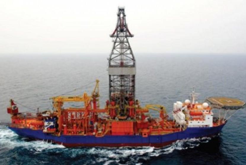 Kapal eksplorasi minyak lepas pantai (ilustrasi)