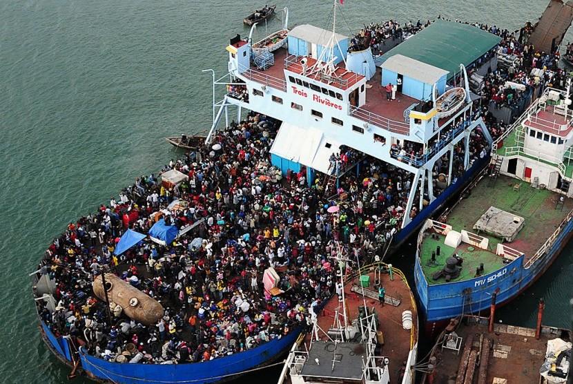Kapal feri Neptunus terbalik pada 17 Februari 1993 di Haiti.