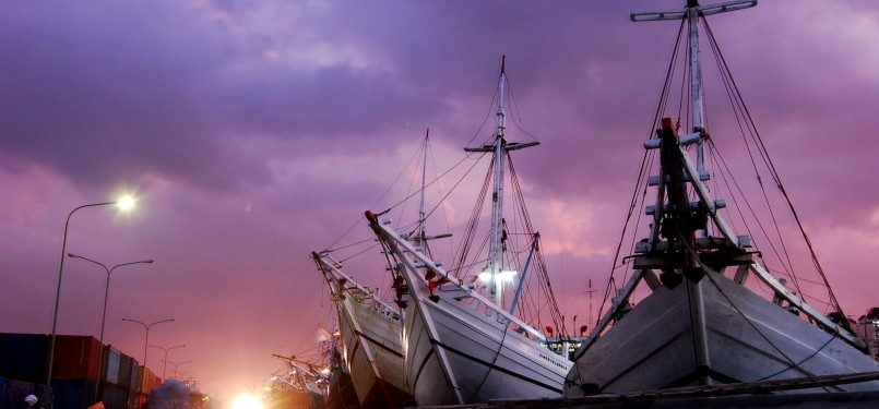 Kapal-kapal bersandar di Pelabuhan Sunda Kelapa, Jakarta Utara, Minggu (5/2). (Republika/Prayogi)