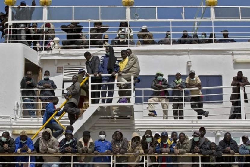 Kapal pengangkut imigran menuju Italia