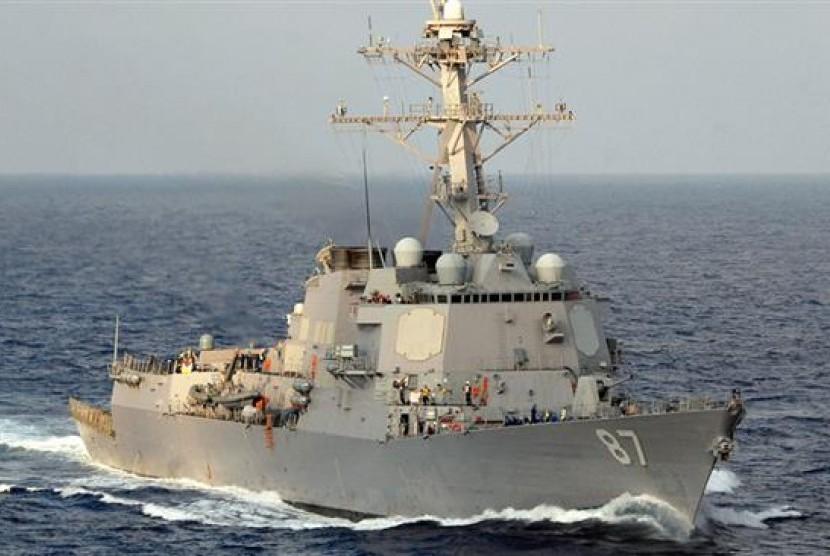 Kapal penghancur rudal milik Angkatan Laut Amerika Serikat USS Mason.