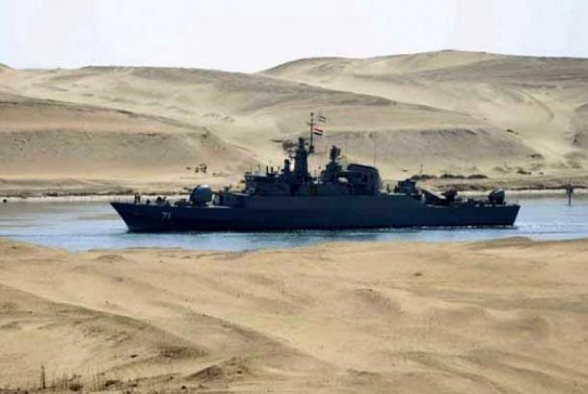 Kapal perang AL Iran saat melintas di Terusan Suez Mesir, bulan Februari tahun 2011.
