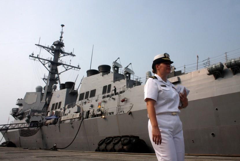 Kapal Perang AS USS Howard