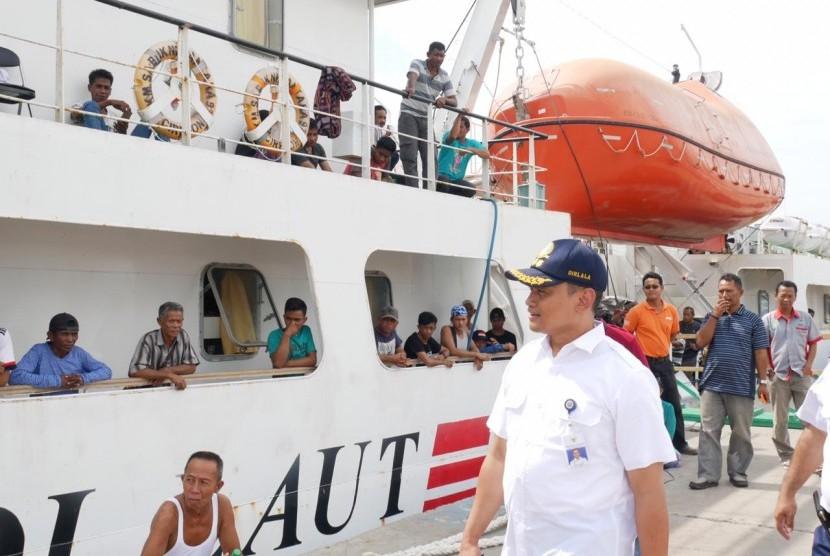 Kapal perintis dukung pengangkutan logistik ke daerah-daerah hinterland.
