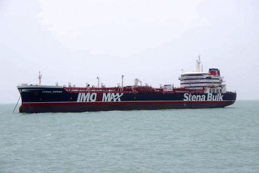 Kapal tanker berbendera Inggris Stena Impero di pelabuhan Iran Bandar Abbas, yang ditahan Garda Revolusi Iran saat berada di Selat Hormuz, Sabtu (20/7).