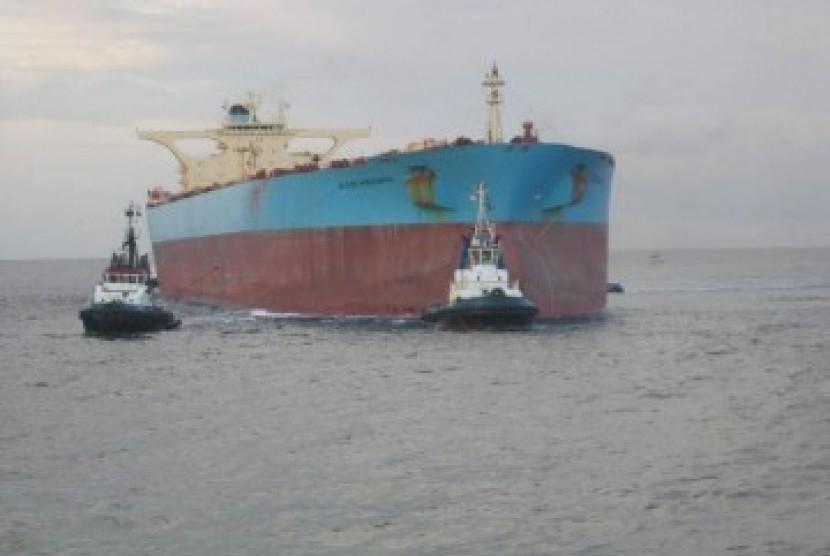 Kapal tanker di perairan internasional. Ilustrasi