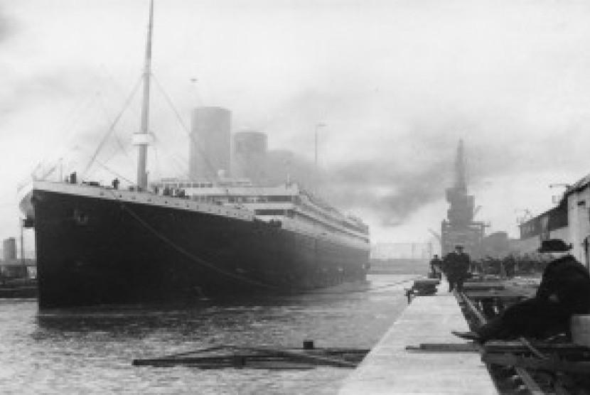 Kapal Titanic sebelum memulai perjalanan.