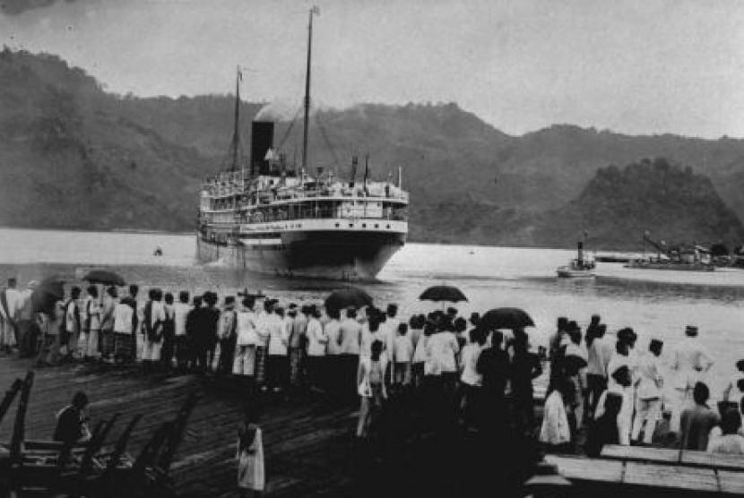 Cerita Penginapan Jamaah Haji Pada 1979. Foto: Kapal yang membawa jamaah haji berangkat ke Makkah pada tempo dulu.