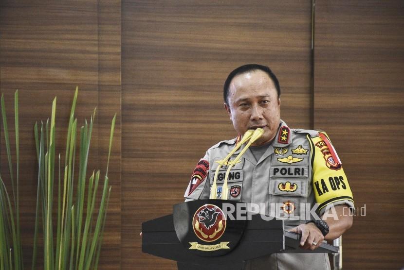 Kapolda Jabar Irjen Pol Agung Budi Maryoto memberikan sambutan pada acara Silaturahmi Lintas Agama dan Tokoh Ormas Se-Jabar di Mapolda Jawa Barat, Kota Bandung, Senin (22/4).
