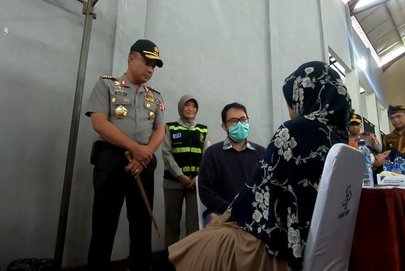 Kapolda Jabar meninjau kegiatan bakti sosial di Pasirjambu, Kabupaten Bandung, Sabtu (2/3).