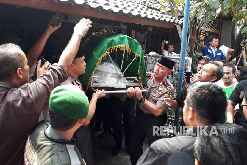 Pemakaman Italia Chandra Kirana Putri, korban penembakan pencuri motor.