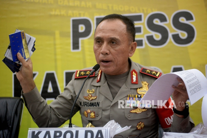 Kapolda Metro Jaya Irjen Pol Mochamad Iriawan memberikan keterangan terkait Operasi Tangkap Tangan (OTT) di Kementerian Perhubungan (Kemenhub), Jakarta,Rabu (12/10).