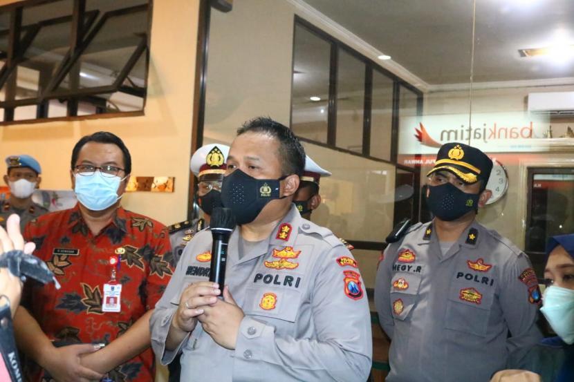 Kapolres Malang, AKBP Hendri Umar, merilis kasus kecelakaan mobil pikap di RS Saiful Anwar, Kota Malang, Kamis (27/5).