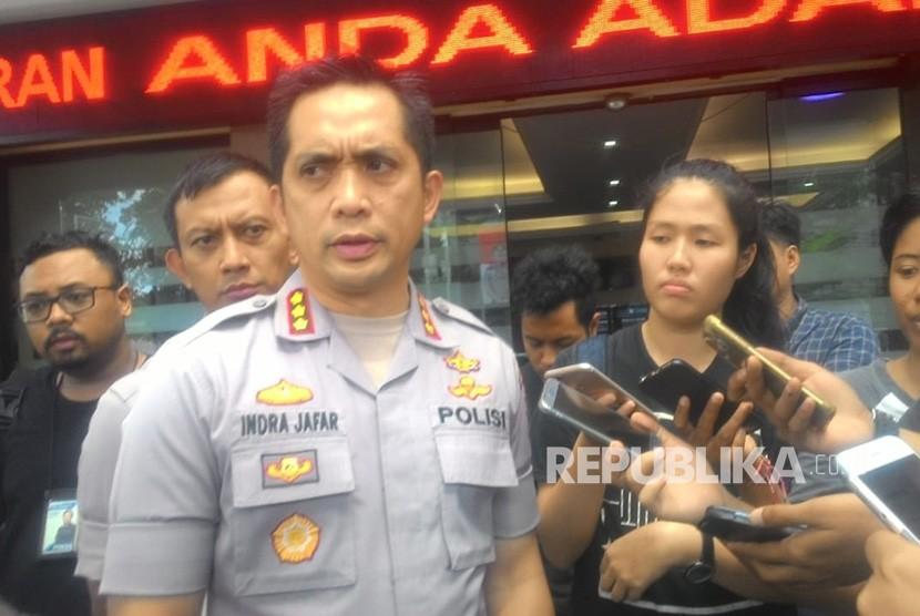 Kapolres Metro Jakarta Selatan (Jaksel) Kombes Pol Indra Jafar memberi keterangan ke sejumlah awak media terkait laporan dugaan pengeroyokan yang dilakukan anggota DPR RI Herman Hery terhadap seorang warga bernama Ronny Yuniarto Kosasih di Mapolres Metro Jaksel, Kamis (21/6).