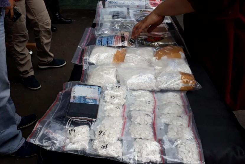 Kapolresta Malang, AKBP Asfuri mengungkapkan, sejumlah kasus narkotika pada pekan ini di Polresta Malang, Kamis (18/10).