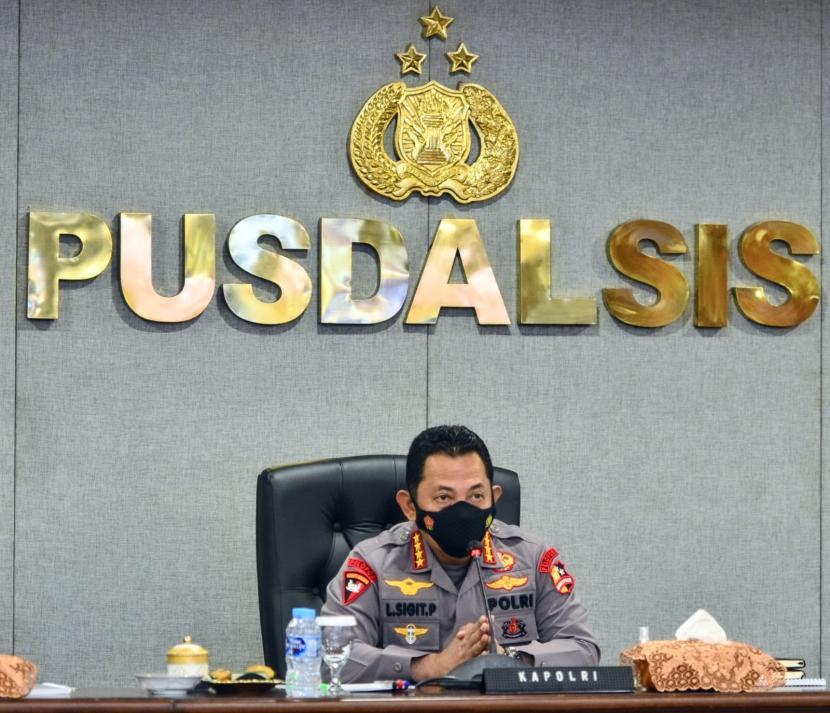 Kapolri Jenderal Listyo Sigit Prabowo menginstruksikan secara tegas kepada seluruh jajarannya untuk memberikan tindakan tegas kepada oknum anggota kepolisian yang melanggar aturan.