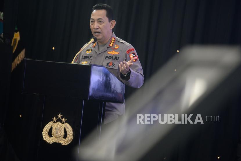 Kapolri Jenderal Listyo Sigit Prabowo melakukan strategi agar pelaksanaan percepatan vaksinasi massal bisa mencapai 70 persen. Percepatan vaksinasi massal ini sebagai hadiah HUT RI ke-76. (Foto: Kapolri Jenderal Listyo Sigit Prabowo)