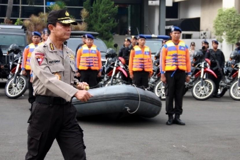 Kapolri Jenderal Pol Sutarman memimpin apel gelar pasukan Operasi Ketupat 2014 di Polda Metro Jaya, Jakarta, Senin (21/7).