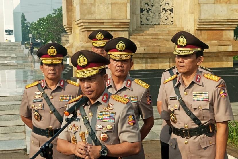 Kapolri Jenderal Polisi Muhammad Tito Karnavian berziarah ke Taman Makam Pahlawan Kalibata Jakarta Selatan, Senin (2/7).