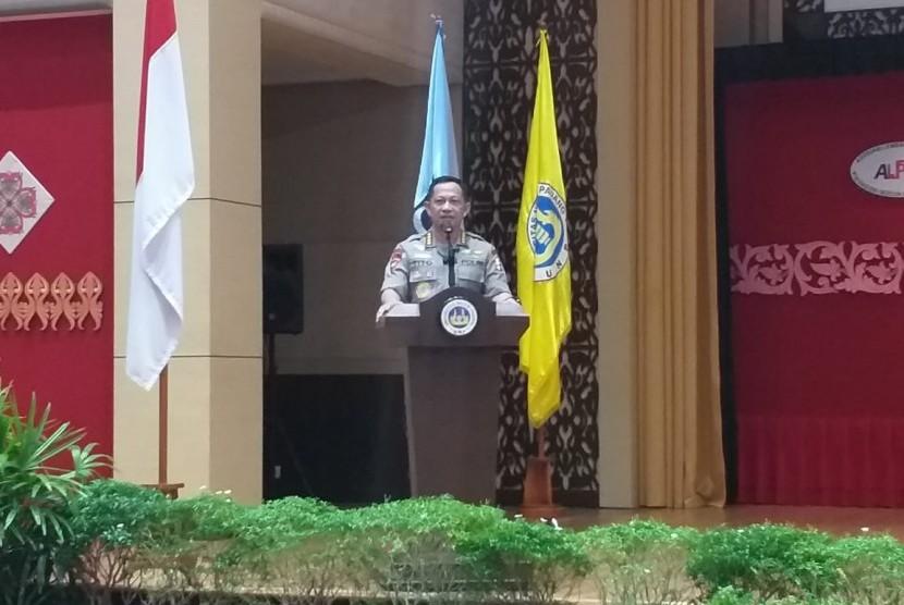 Kapolri Jenderal Polisi Tito Karnavian saat pidato di acara Konvensi Nasional Pendidikan di Auditorium Universitas Negeri Padang, Kamis (14/3).