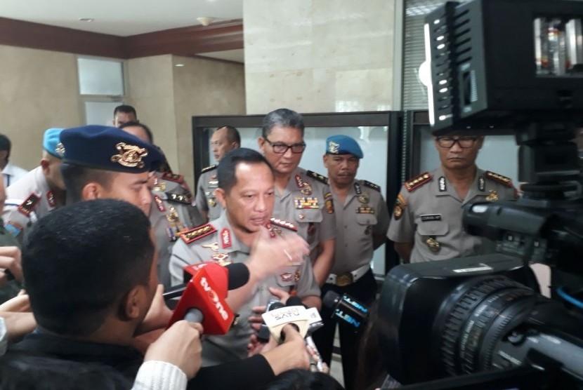 Kapolri Jenderal Tito Karnavian saat hadir dalam rapat kerja dengan Komisi III DPR di Kompleks Parlemen Senayan, Jakarta pada Rabu (14/3).