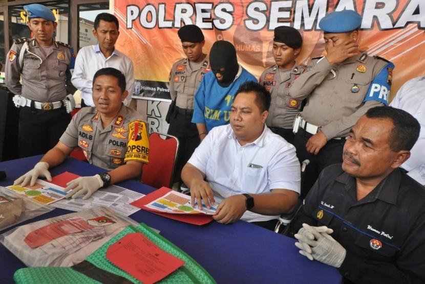 Kapores Semarang, AKBP Adi Sumirat (duduk paling kiri)