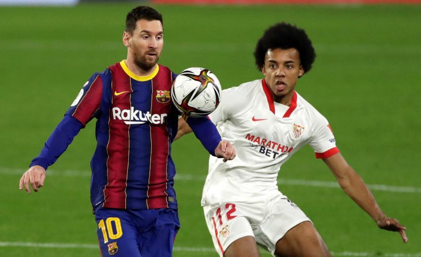 Lionel Messi (kiri).