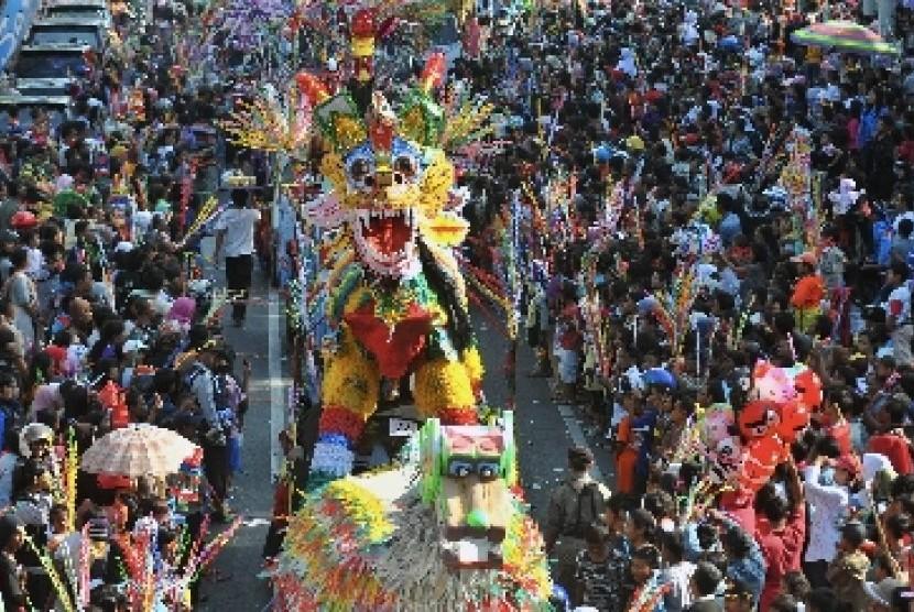 Karnaval Dugderan merupakan tradisi khas warga Kota Semarang yang digelar untuk menyambut datangnya bulan suci Ramadhan.