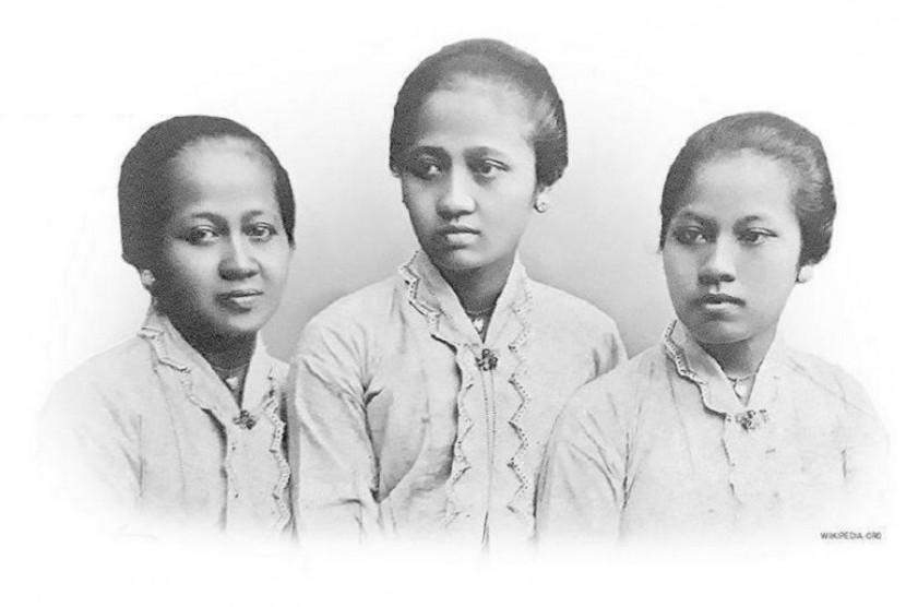 Kartini dan dua saudaranya