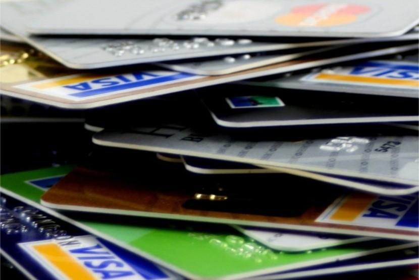 Memakai Kartu Kredit tanpa Bayar Bunga, Bolehkah?