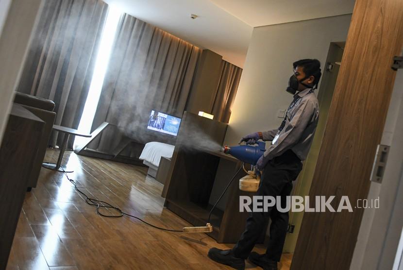 Pengelola Hotel Di Palembang Semprotkan Disinfektan Republika Online