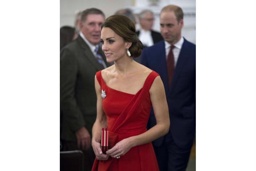 Kate Middleton saat menghadiri jamuan makan malam di Victoria, Kanada.