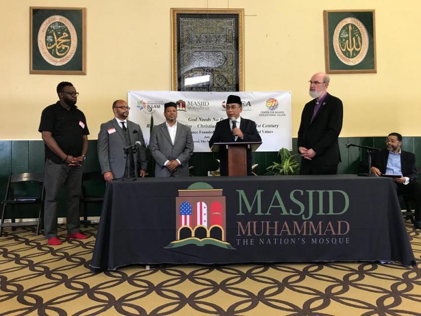 Katib Aam PBNU Yahya Cholil Staquf menyampaikan pidato bersama para pemimpin komunitas W. Deen Mohammed dan WEA, di Washington DC, AS Selasa (13/7/2021) waktu setempat.