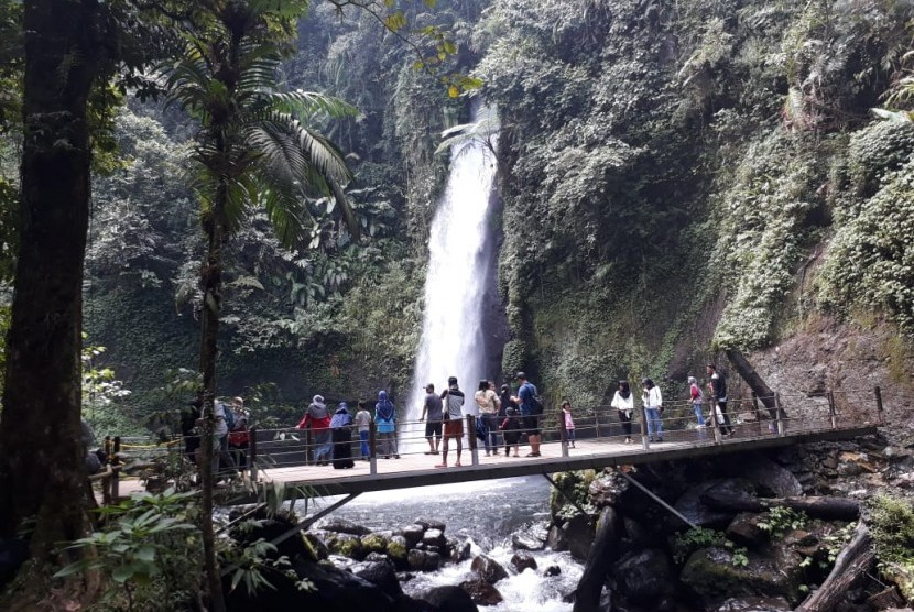 Curug Sawer Air Terjun Eksotis Di Sukabumi Republika Online
