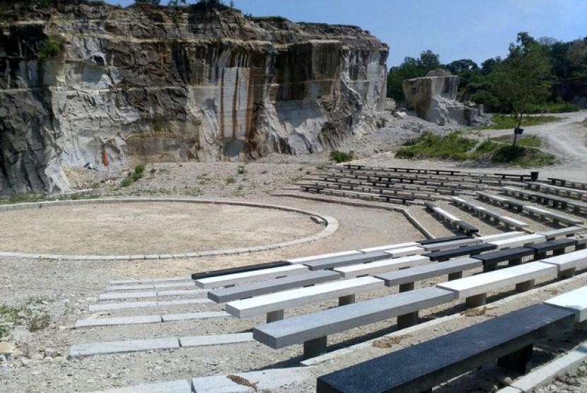 Kawasan wisata Taman Tebing Breksi di Kabupaten Sleman, Daerah Istimewa Yogyakarta (DIY).