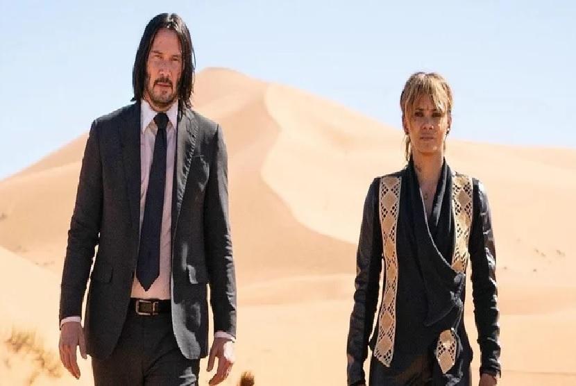 Keanu Reeves dan Halle Berry di salah satu adegan John Wick: Chapter 3. Yayan Ruhian dan Cecep Rahman dikabarkan juga berperan sebagai pembunuh dalam film ini
