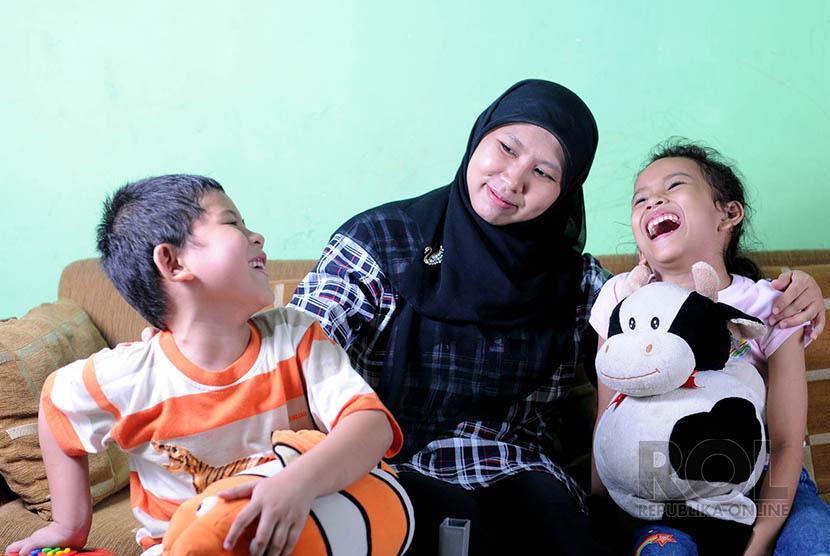 Kebersamaan dengan anak ceria senang tertawa bersama keceriaan ibu bahagia (ilustrasi)