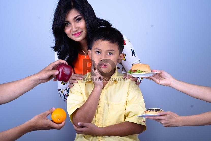 Kebiasaan anak makan sehat harus ditanamkan sejak usia dini.