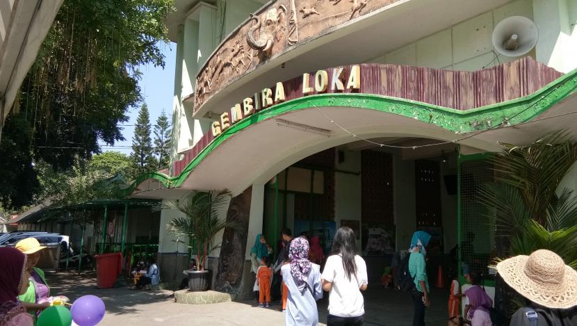 Kebun Binatang Gembiraloka, salah satu objek wisata yang akan menggelar uji coba operasional.