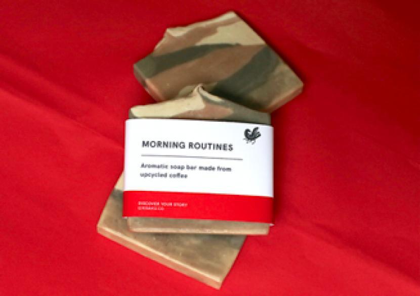 Kedai kopi KISAKU mengeluarkan sabun batang ramah lingkungan dari ampas kopi.