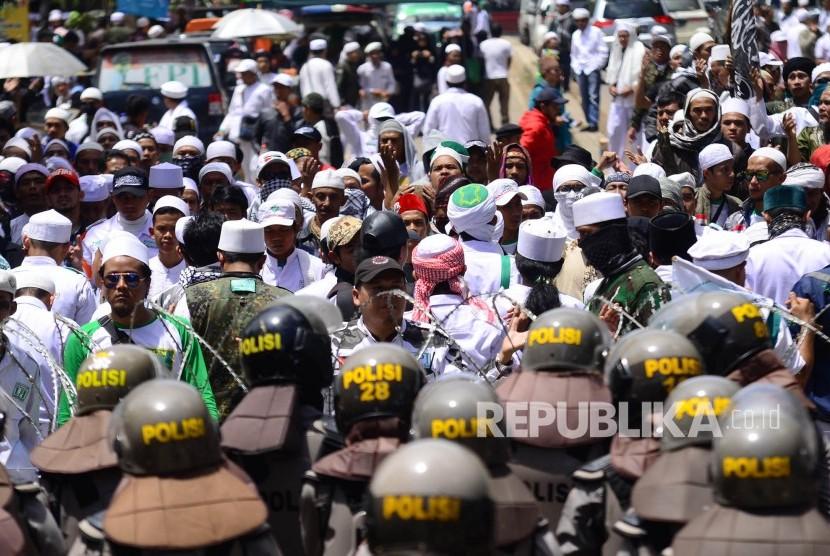 Massa Front Pembela Islam