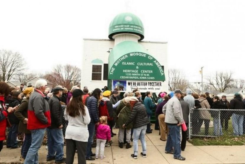 Kegiatan di Mother mosque atau masjid ibu di IOWA, Amerika Serikat