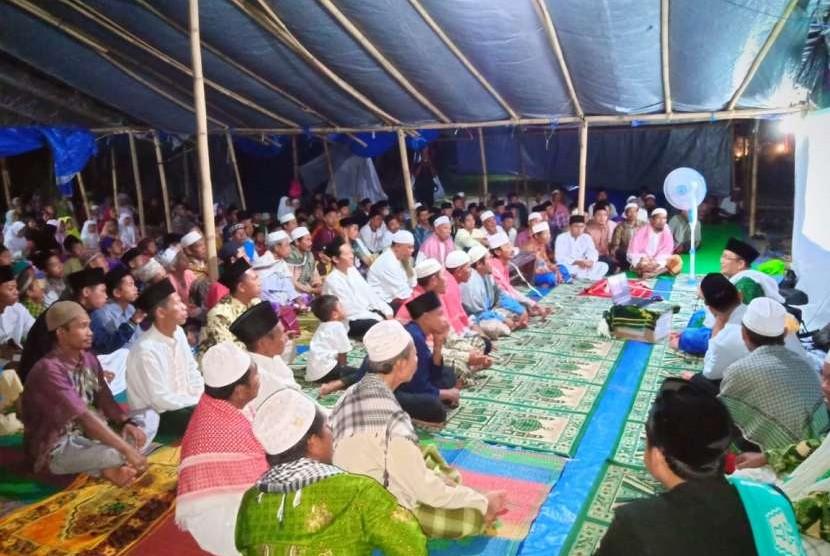 Kegiatan dzikir dan tabligh akbar yang diselenggarakan JATMAN NTB bersama masyarakat yang terkena dampak gempa digelar di Lombok Barat.