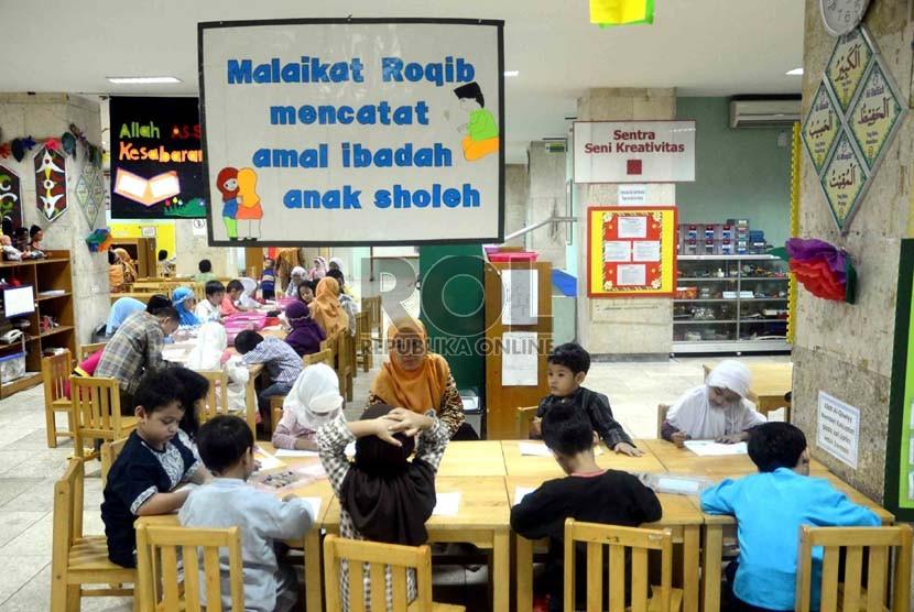 Kegiatan pesantren anak di Raudhatul Athfal Masjid Istiqlal, Jakarta, Kamis (25/7).  (Republika/Agung Supriyanto)